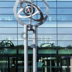 Eisen-Skulptur (E. Killguss) vor d. Atrium-Haus d.Wirtschaftsförderung - Bildtankstelle.de