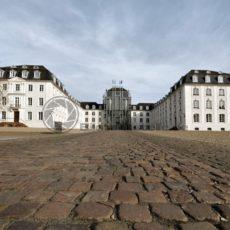 Saarbrücker Schloss mit Schlossplatz - Bildtankstelle.de