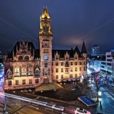 Rathaus Saarbrücken bei Nacht - Bildtankstelle.de
