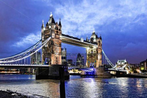 Tower Bridge bei Nacht, London - Bildtankstelle.de