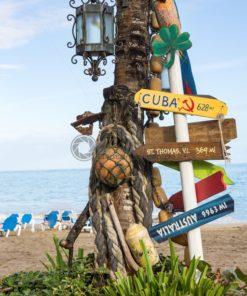 Wegweiser am Strand von Cabarete - Bildtankstelle.de