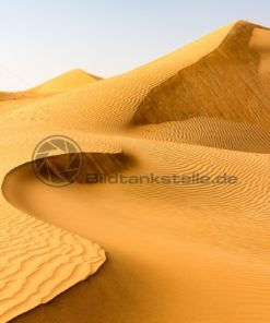 sanfte Dünen aus gelbem Sand, VAE - Bildtankstelle.de