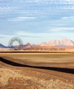 weites Land bei  Sossusvlei, Namibia, Afrika - Bildtankstelle.de