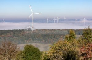 Windräder im Nebel, St. Wendler Land, Saarland - Bildtankstelle.de