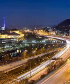 Saarbrücken @ Night, Blick auf Stadtautobahn und Theater - Bildtankstelle.de