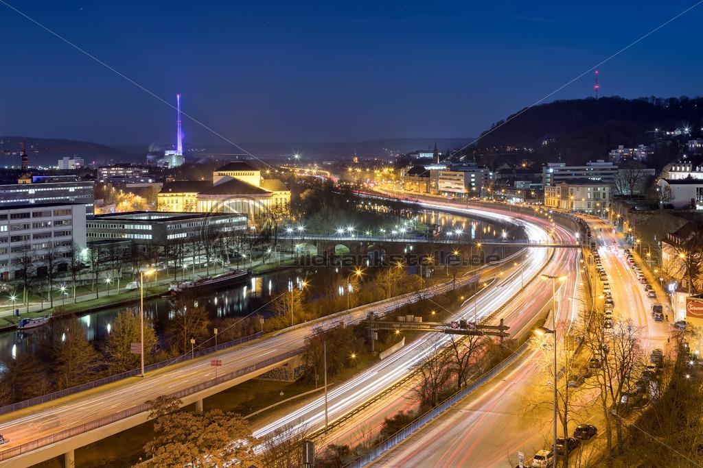 Saarbrücken @ Night, Blick auf Stadtautobahn und Theater – Bildtankstelle.de