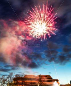 Feuerwerk über dem Forum von Homburg, Saarland - Bildtankstelle.de - Bilddatenbank für Foto-Motive aus SAAR-LOR-LUX