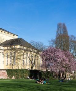 Frühling am Staatstheater, Saarbrücken, Saarland, Saarwiesen - Bildtankstelle.de - Bilddatenbank für Foto-Motive aus SAAR-LOR-LUX