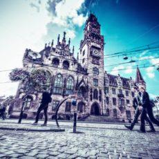 Rathaus_Saarbruecken_Passanten - Bildtankstelle.de - Bilddatenbank für Foto-Motive aus SAAR-LOR-LUX