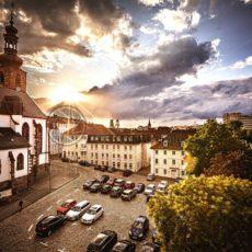Schlosskirche Saarbrücken mit Parkplatz - Bildtankstelle.de - Bilddatenbank für Foto-Motive aus SAAR-LOR-LUX
