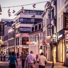 St. Johanner Markt Shopping - Bildtankstelle.de - Bilddatenbank für Foto-Motive aus SAAR-LOR-LUX