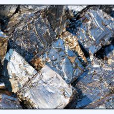 glänzende Metallwürfel – edler Schrott als Blickfang - Bildtankstelle.de - Bilddatenbank für Foto-Motive aus SAAR-LOR-LUX