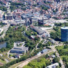 Luftaufnahme von Neunkirchen mit altem Hüttenareal in attraktiver Nachbarschaft zur Stadt und dem Saarpark-Center, Neunkichen, Saarland - Bildtankstelle.de - Bilddatenbank für Foto-Motive aus SAAR-LOR-LUX