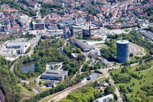Luftaufnahme von Neunkirchen mit altem Hüttenareal in attraktiver Nachbarschaft zur Stadt und dem Saarpark-Center, Neunkichen, Saarland - Bildtankstelle.de