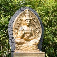 goldener Budha im Blumengarten in Bexbach, Saarland - Bildtankstelle.de - Bilddatenbank für Foto-Motive aus SAAR-LOR-LUX