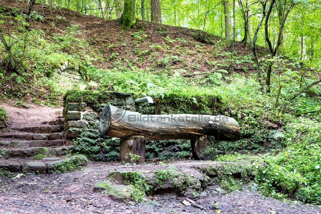 Brunnen bei der Karlsbergquelle, Nähe Homburg, Saarland - Bildtankstelle.de - Bilddatenbank für Foto-Motive aus SAAR-LOR-LUX