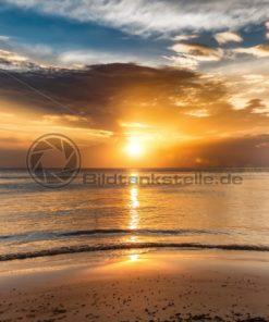 Sonnenuntergang am tropischen Strand: Blickfang-Motive für Zuhause, Praxis, Büro, Hotel - Bildtankstelle.de