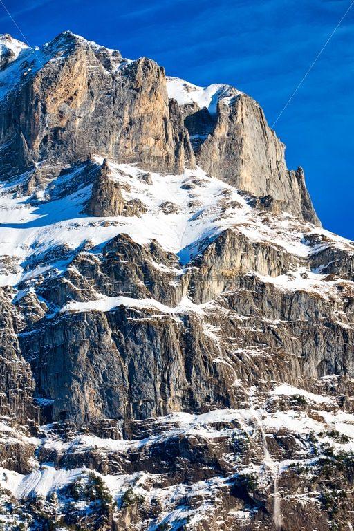 imposanter Berggipfel in den Schweizer Alpen - Bildtankstelle.de