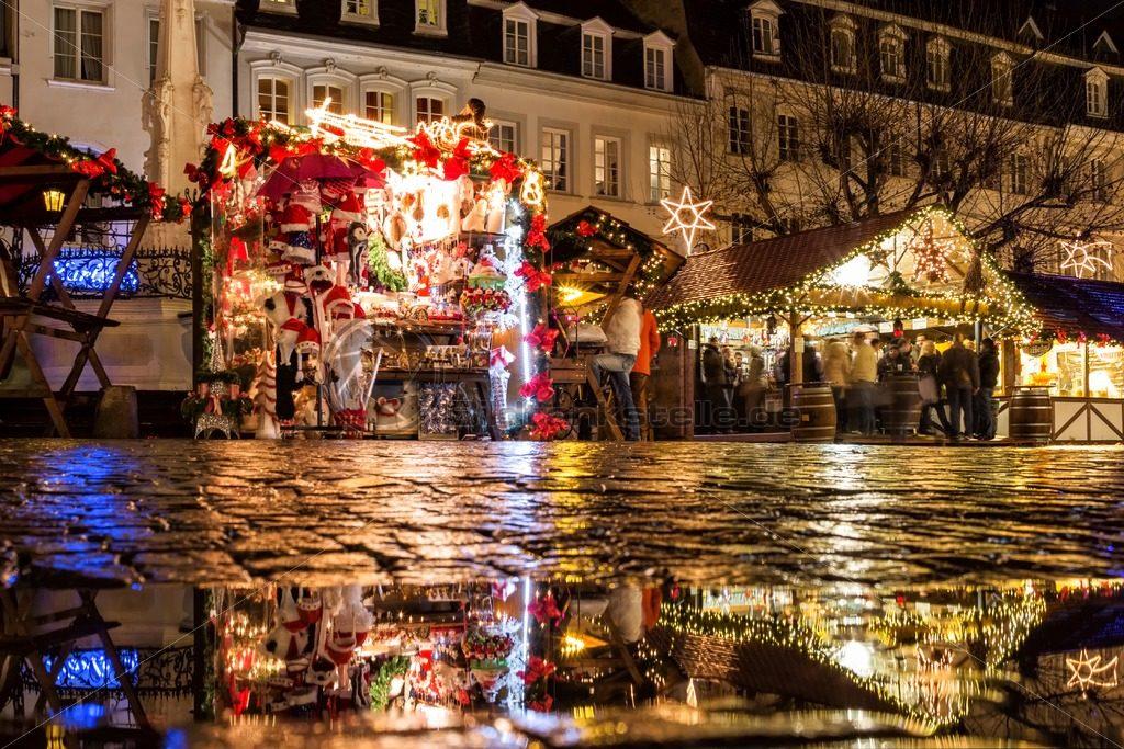 wunderschöner Weihnachtsmarkt auf dem St. Johanner Markt, Saarbrücken, Saarland - Bildtankstelle.de
