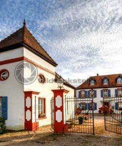 historisches Gebäude am Niederwürzbacher Weiher, Saarland - Bildtankstelle.de