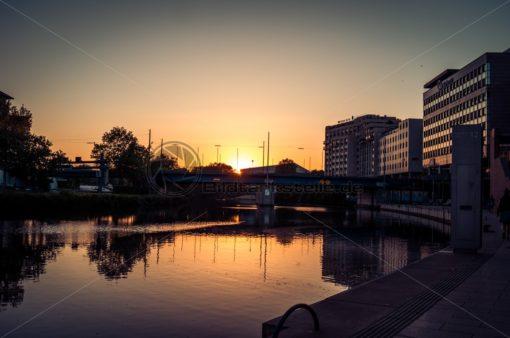 Berliner Promenade im Sonnenuntergang - Bildtankstelle.de