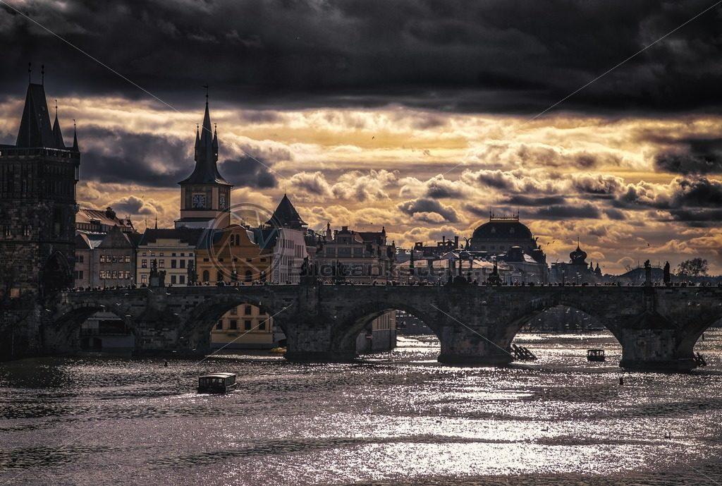 Karlsbrücke in Prag - Bildtankstelle.de