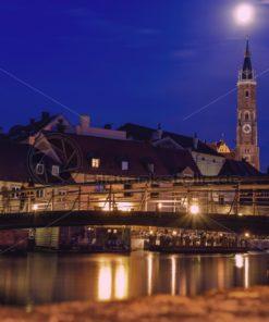 Landshut Nachtaufnahme Isarbrücke und Martinskirche - Bildtankstelle.de
