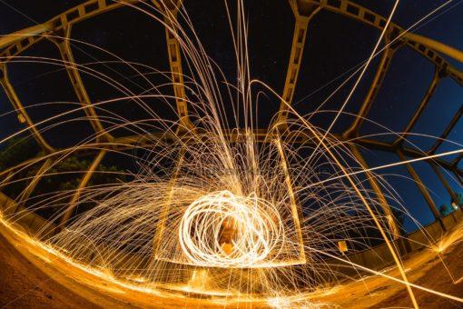Lightpainting auf einer Brücke - Bildtankstelle.de