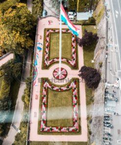 Luxembourg Flagge in Garten - Bildtankstelle.de