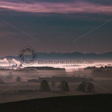 Nebliger Sonnenaufgang im Alpenvorland - Bildtankstelle.de