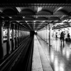 U-Bahn Paris in Schwarz-Weiß - Bildtankstelle.de