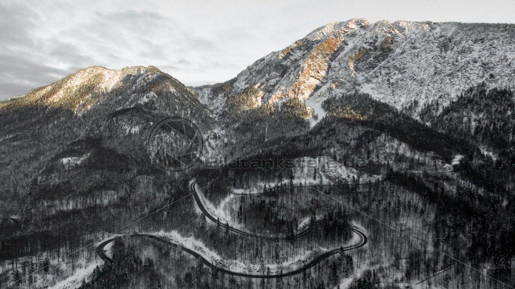 Die Straße zum Alpenglühen. - Bildtankstelle.de