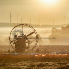 Flug in einen sonnigen Herbstmorgen - Bildtankstelle.de