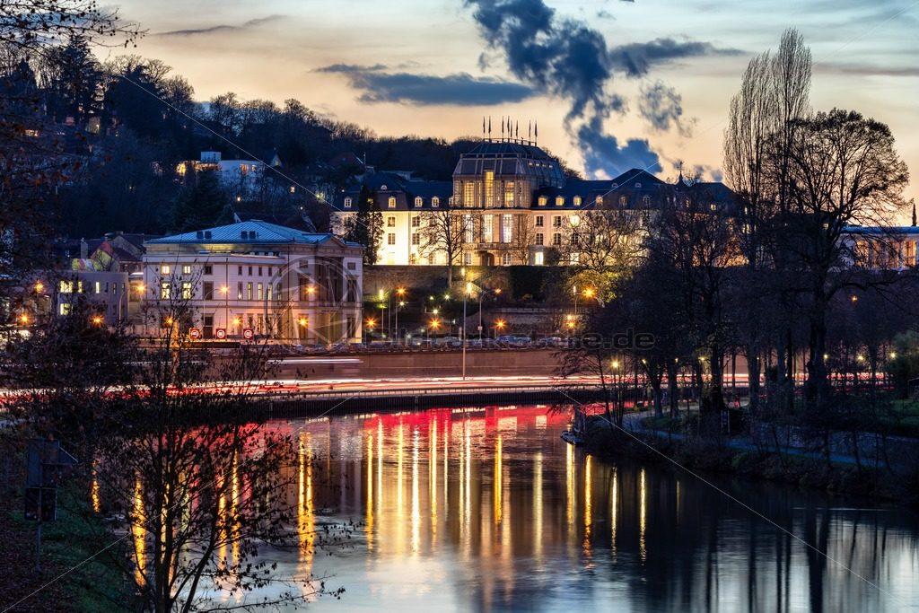 Saarbrücken leuchtet, Blick auf Landtag und das Saarücker Schloss - Bildtankstelle.de