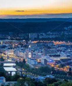 Blick auf das abendliche Saarbrücken, Saarland - Bildtankstelle.de