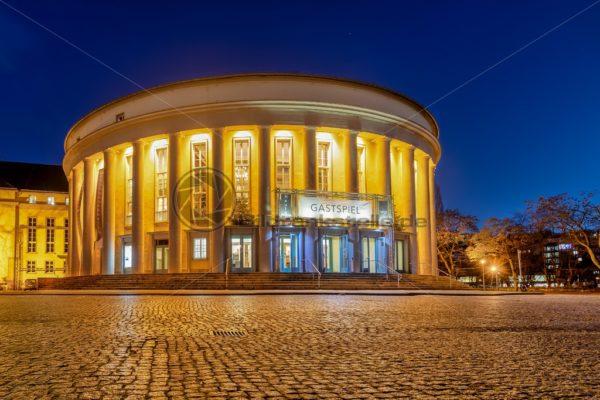 Staatstheater bei Nacht, Saarbrücken, Saarland - Bildtankstelle.de